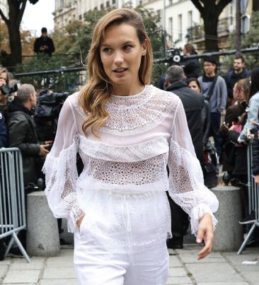 Street Style Paris · Ana Giradot vestida de Givenchy